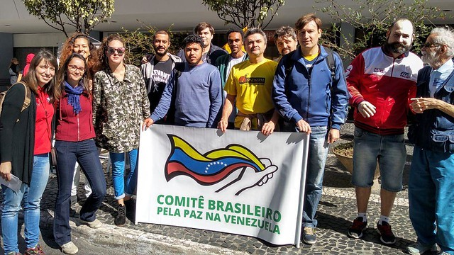 Venezuelanos residentes em São Paulo se manifestam em dia de eleições presidenciais