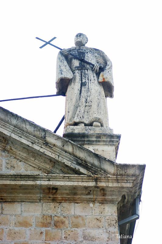 Скульптура с фасада церкви Св. Николая