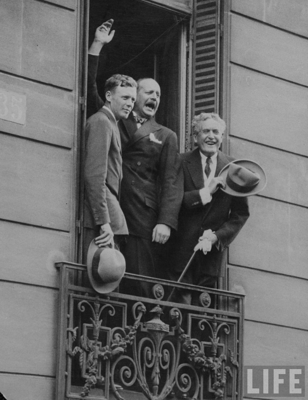 1927-05-23 Lindbergh, British aviator Sir Alan Cobham and American Ambassador Myron T. Herrick, at window of the French Aero Club where Lindbergh received its gold medal. LIFE magazine photo.