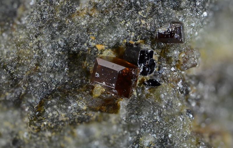 灰チタン石 / Perovskite