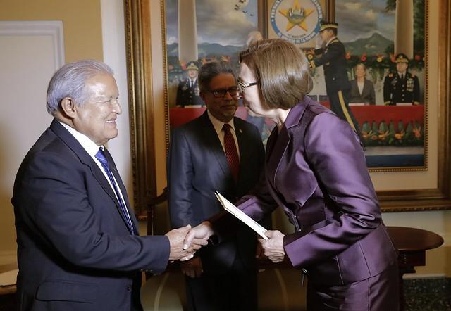 Entrega de Credenciales de Embajadora de Ecuador,Ana Elena Moser Cazar.