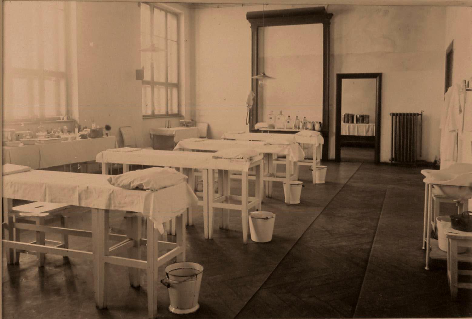 08. Вид перевязочной комнаты на II этаже госпиталя