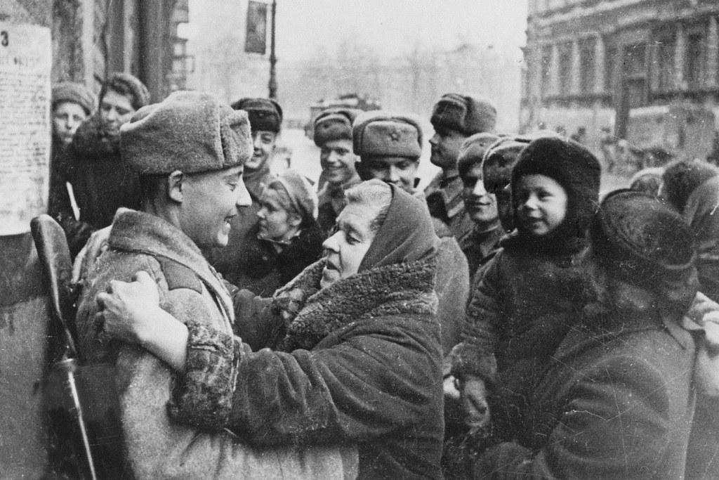 1944. Ленинградцы в день окончательного снятия вражеской блокады