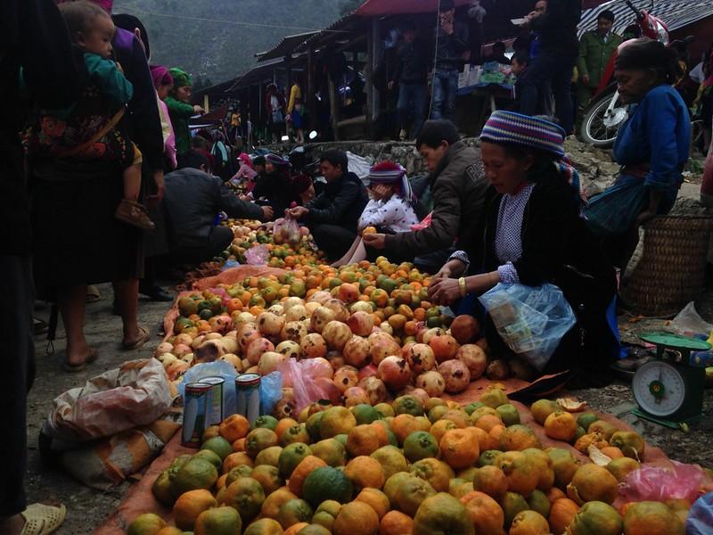 サフィン(Sa Phin)のマーケットとモン族王の館, 5