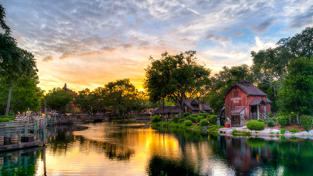 Magic Kingdom - Sunset, Sony ILCE-7RM3, Sony FE 16-35mm F4 ZA OSS