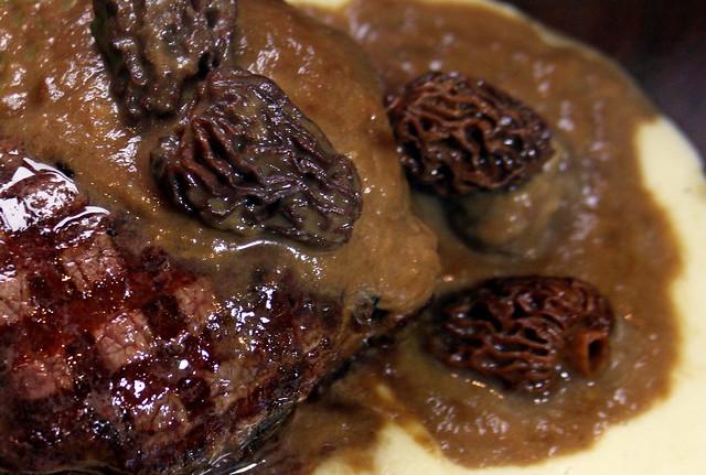 Lomo en Salsa de Cebollas Caramelizadas y Morillas (39)