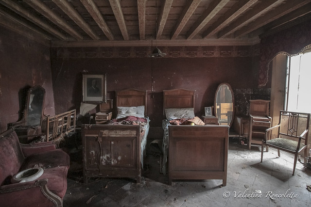 The Red Room, Canon EOS 650D, Canon EF-S 10-18mm f/4.5-5.6 IS STM
