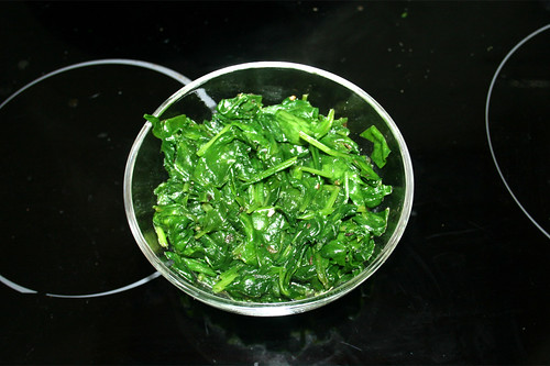 29 - Spinat aus Pfanne entnehmen / Put aside spinach