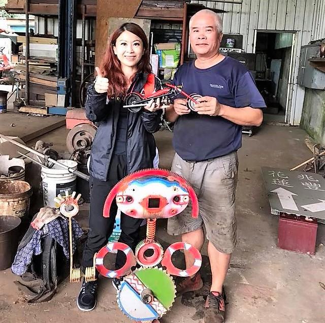 兆豐農場前場長,用場內廢棄材料做的重機1
