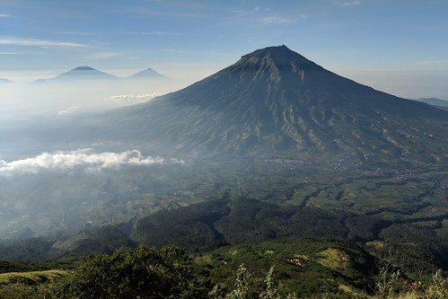 indonesia central java wonosobo damarkasiyan sindoro outdoor mountain volcano hiking trekking google pixel 2 xl landscape sky mist