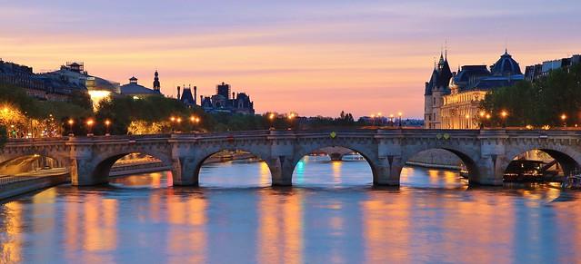 Pont Neuf le plus ancien pont de Paris & Conciergerie
