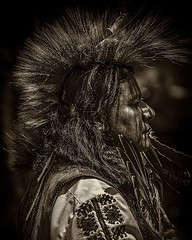 The Chief . Something different from me, a rare portrait shot. Captured at a pow wow. . . #pride #nativeamerican #chief #headdress #portrait_ig #portraiture #Indian #portraitphotography #chrislord #chrislorddotnyc #pixielatedpixels #artphoto #artphotograp