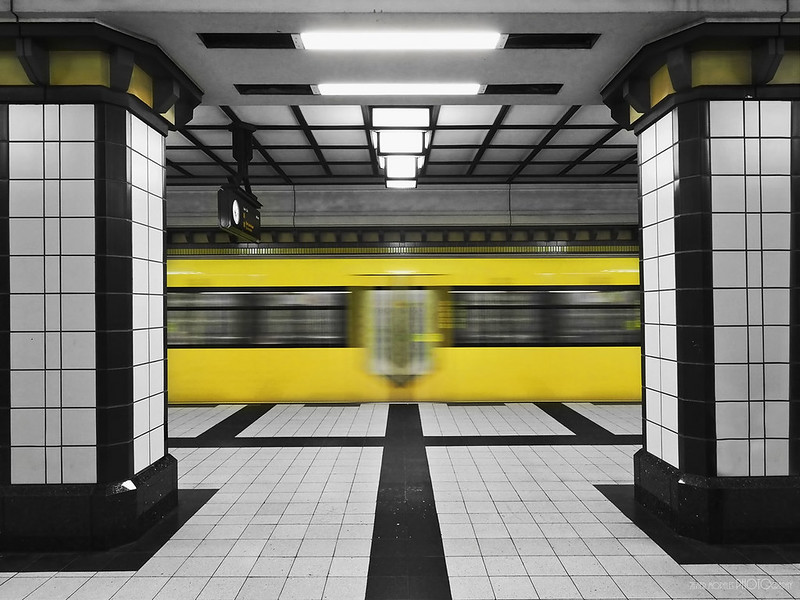 02.- &quot;Paracelsus Bad U-Bahn&quot;<br /> - Javier Morales