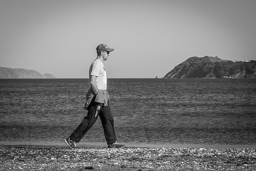 <p>140/365 Walking on the beach. This week's theme keeps it black and white.</p>
