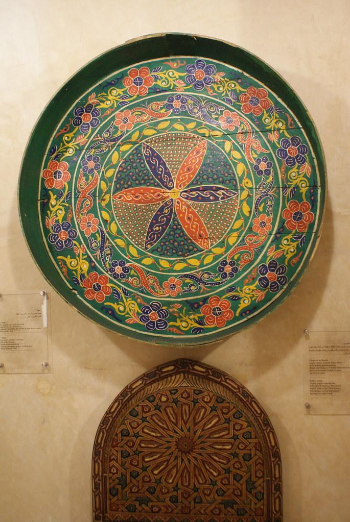 Plateau de mariage dans le Musée Nejarrine sur l'artisanat du bois dans la médina de Fès.