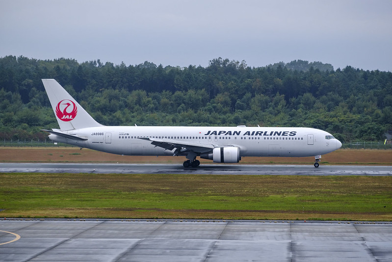 JAL B6 - Arrival in the Rain