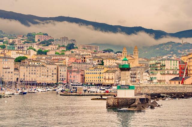 103 - Bastia le nuage s'étale