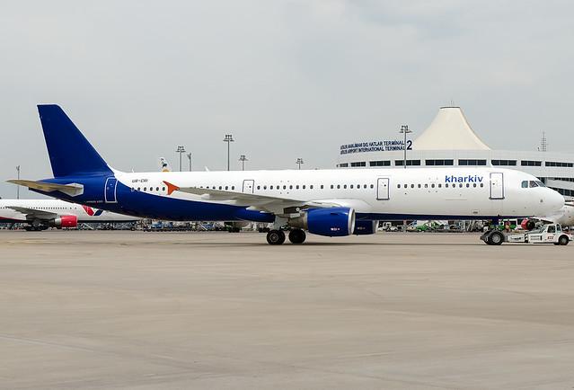 UR-CRI  Kharkiv Airlines (Alana) Airbus A321-211