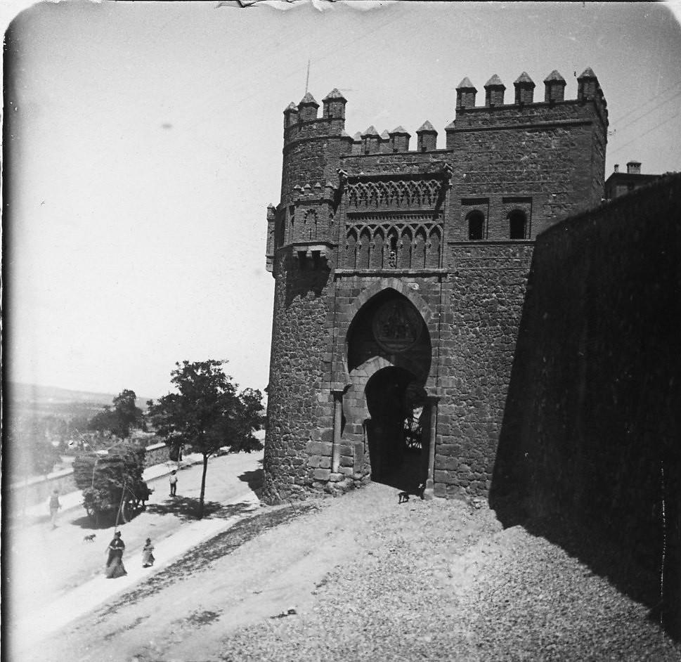 Толедо. Ворота Пуэрта-дель-Соль