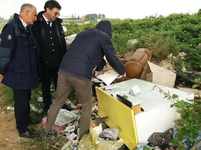 abbandono rifiuti arrivano le multe