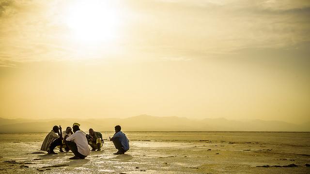 Turno de guardia, Salinas de Dallol, Depresión de Danakil, Ethiopia (día 1)