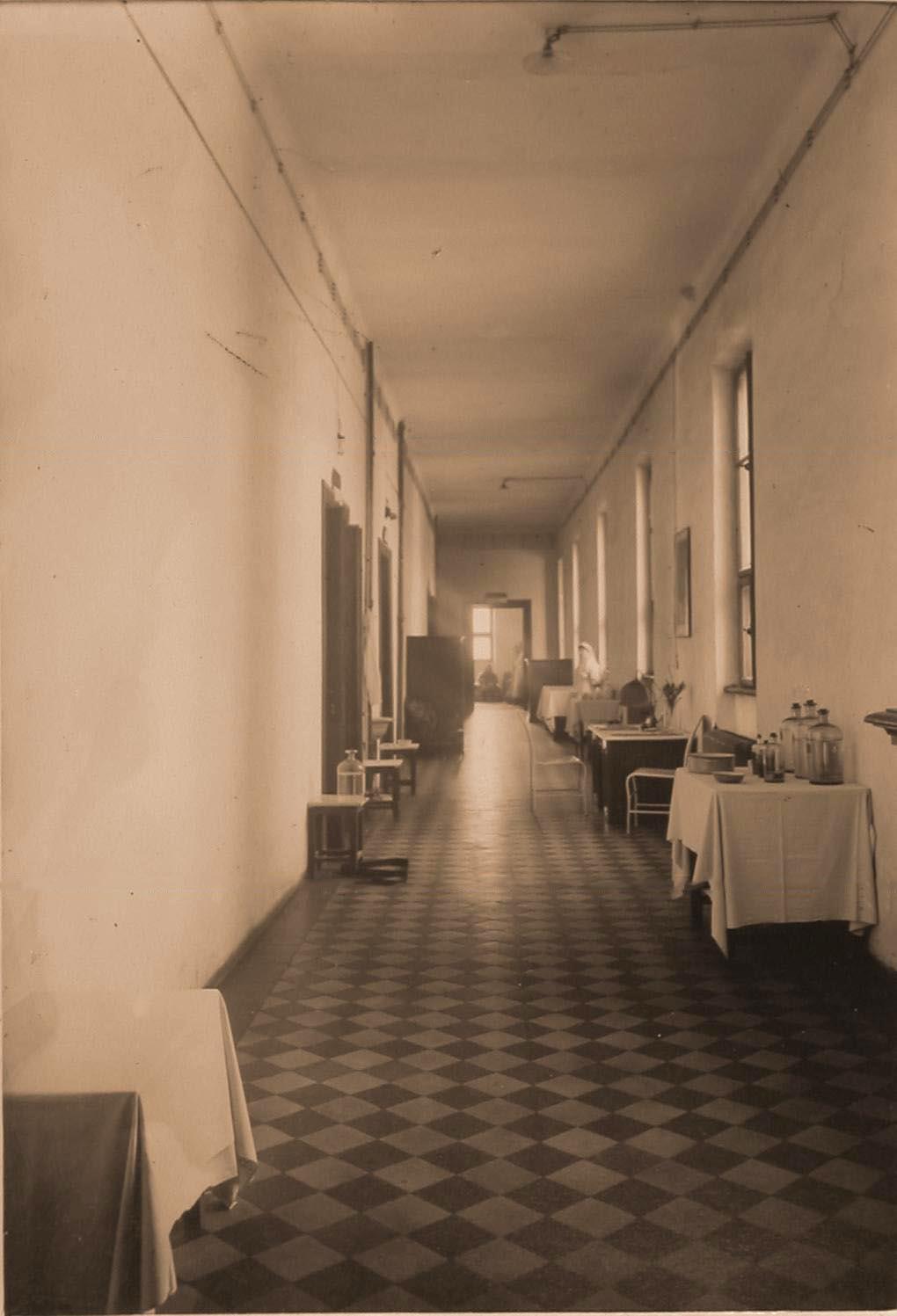 04. Вид части коридора II этажа госпиталя