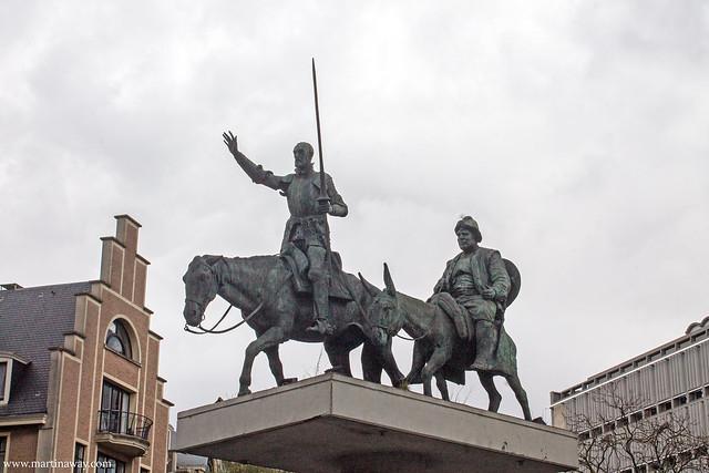 Statua dedicata a Don Chisciotte e Sancho Panza