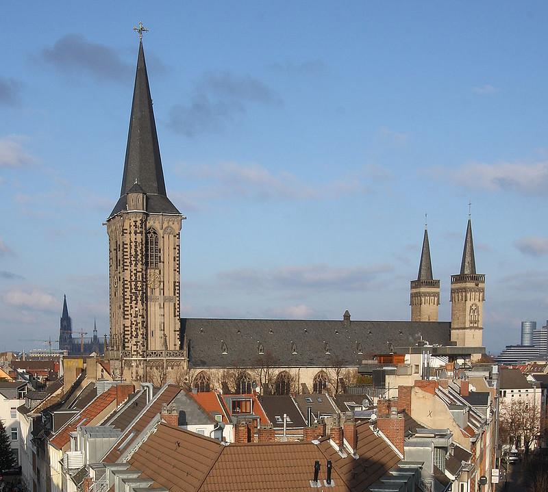 1024px-Severeinskirche_aus_Severinstorburg_2009