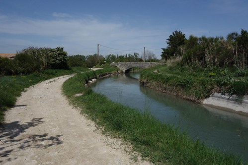 Canal de Carpentras - Walking from L'Isle-sur-la-Sorgue to Fontaine-de-Vaucluse, France