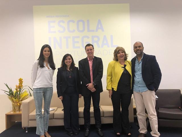 "Mesa-redonda ""Escola Integral: oportunidades e desafios"", em Botucatu"