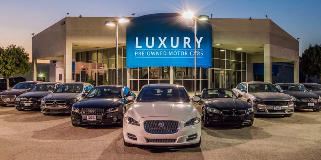 Les concessionnaires d'automobiles rejettent les véhicules électriques
