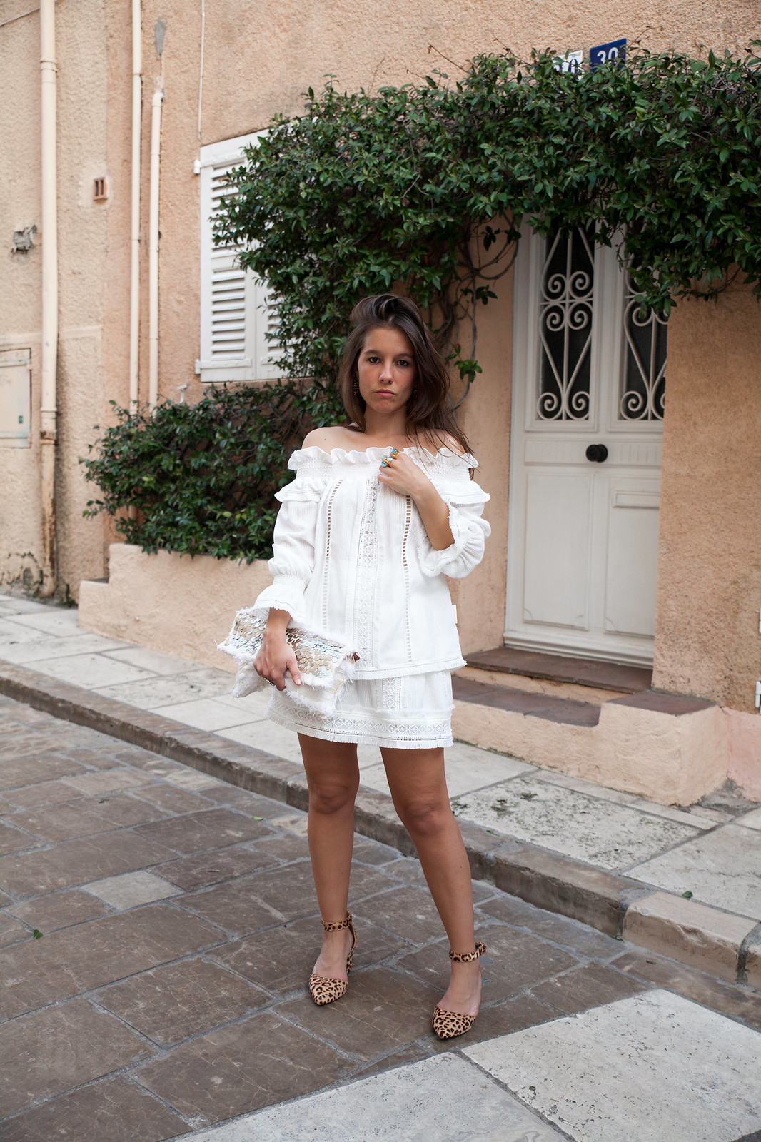 outfit blanco de Highly Preppy tropezienne