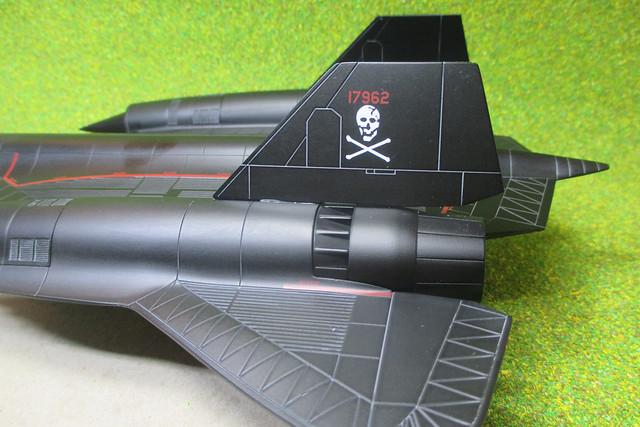 Century Wings CW001607 SR-71, Canon IXUS 132