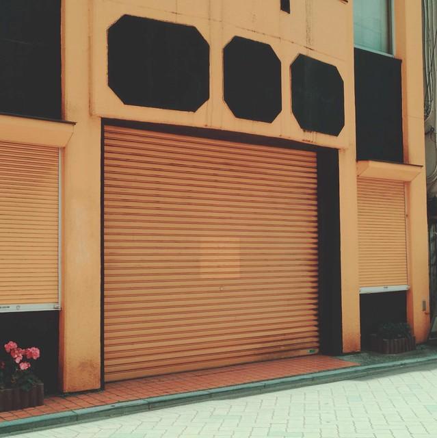 Yellow roller shutter