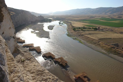 Hasankeyf - Tigris River by CharlesFred