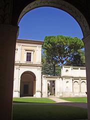 Villa Giulia, a Roma, ospita un ricchissimo museo dedicato ad arte e civiltà etrusca. Era adibita a dimora estiva di papa Giulio II.
