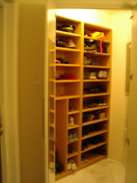 Shoe closet flickr photo sharing for Zapateras de madera