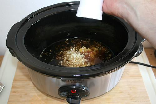 21 - Knoblauch dazu schreddern / Mince garlic