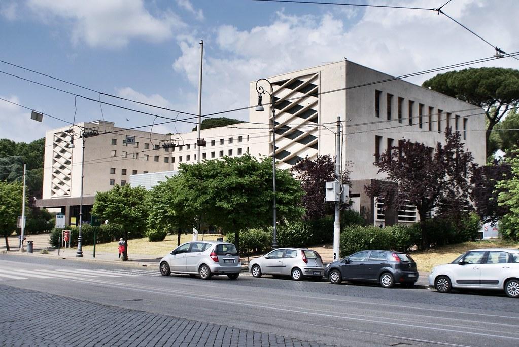 Architecture rationaliste : Palais des Postes Roma Ostiense.