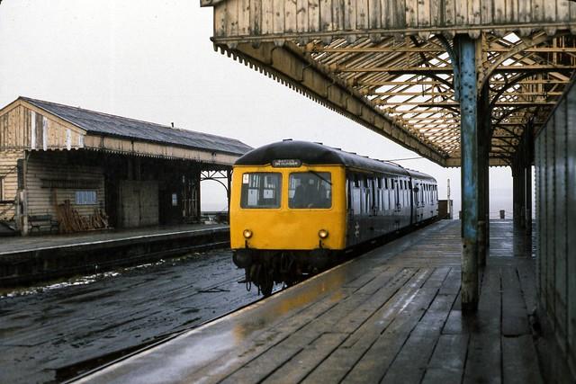 Class 105 DMU @ New Holland Pier, Lincolnshire, c.1979 [slide 7927]