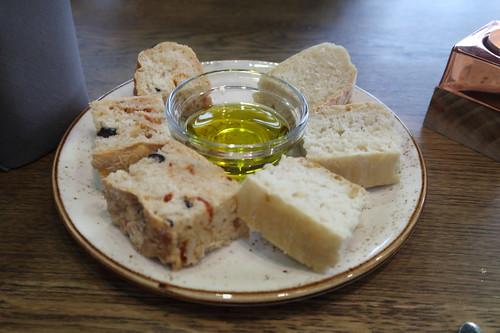 Gruß aus der Küche = Focaccia mit Olivenöl