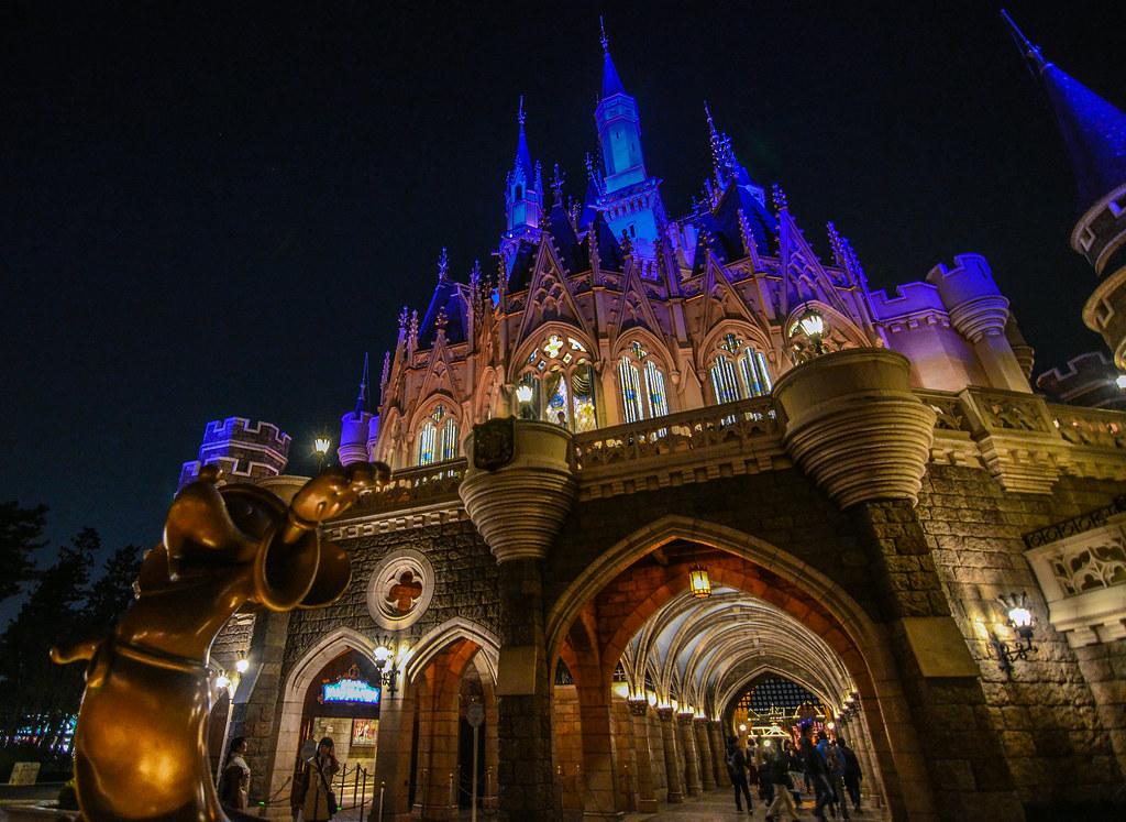 Sorcerer Mickey castle TDL