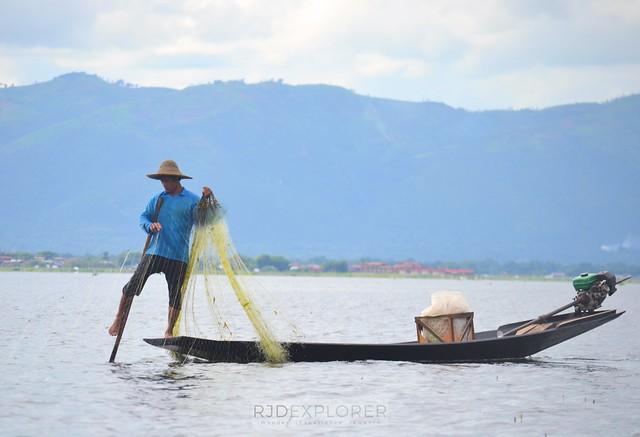 myanmar itinerary balancing fishermen inle lake