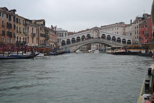 Ponte di Rialto desde Vaporetto. Venezia