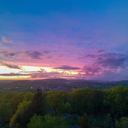 #carries_captures3 #drone #newengland #connecticut #carriesphotos #djispark #photooftheday #dronephotography #newenglandphotography #naturalnewengland #getoutside #dronestagram #scenesofnewengland #connecticutgram #photography #aerielphotography #Iheartco