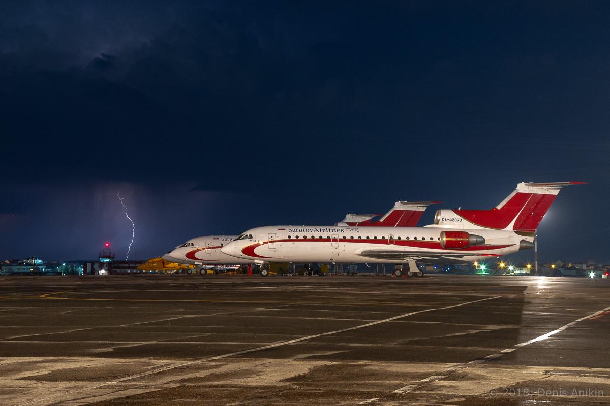 Як-42 ночью фото 6