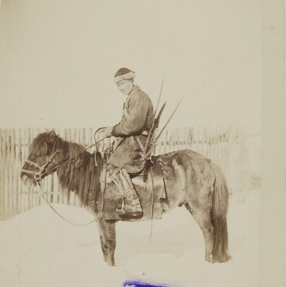 Бурят-охотник на коне