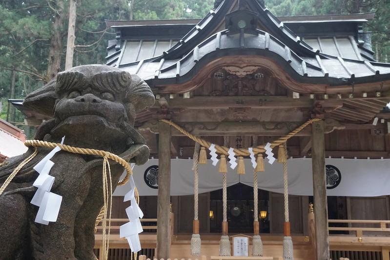 御岩神社と狛犬