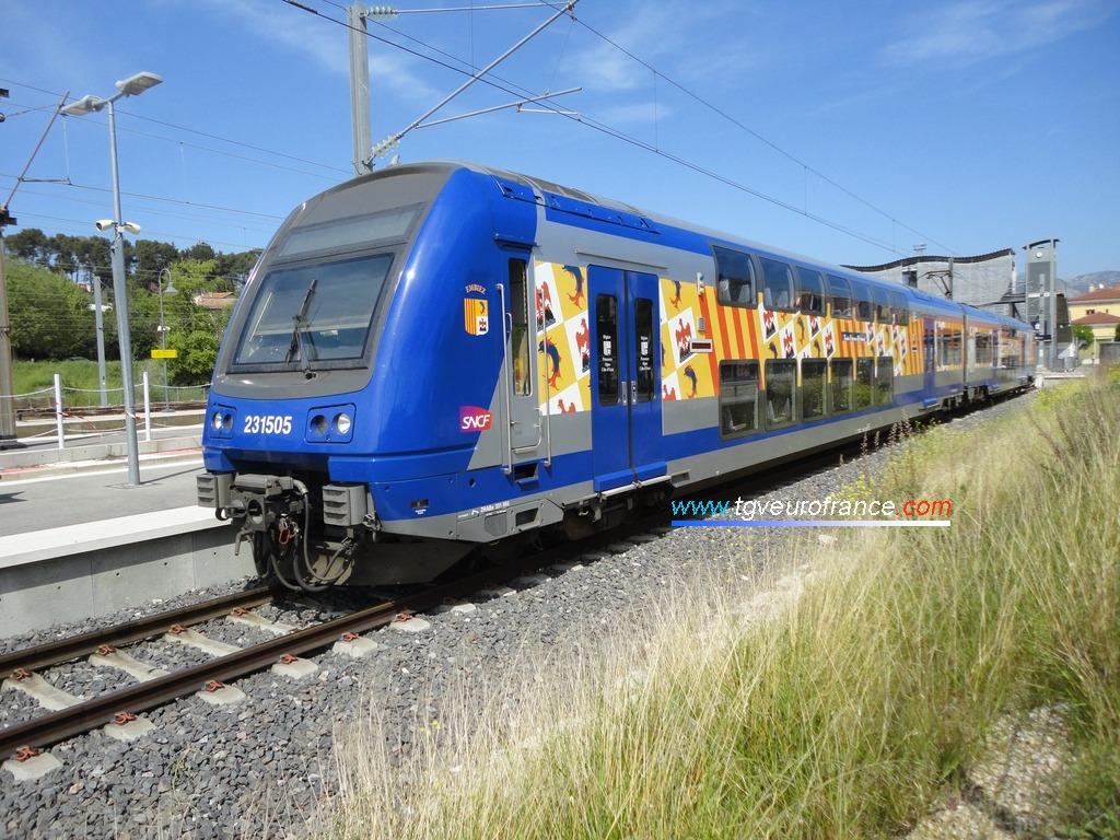 L'automotrice Z23505 TER SNCF en livrée Région Paca en gare d'Aubagne