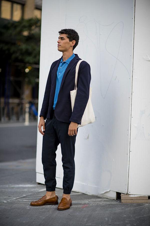 ネイビーカットジャケット×青ポロシャツ×ネイビーリブパンツ×キャメルコインローファー